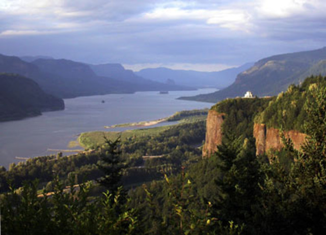 The Expedition enters into the Columbia River