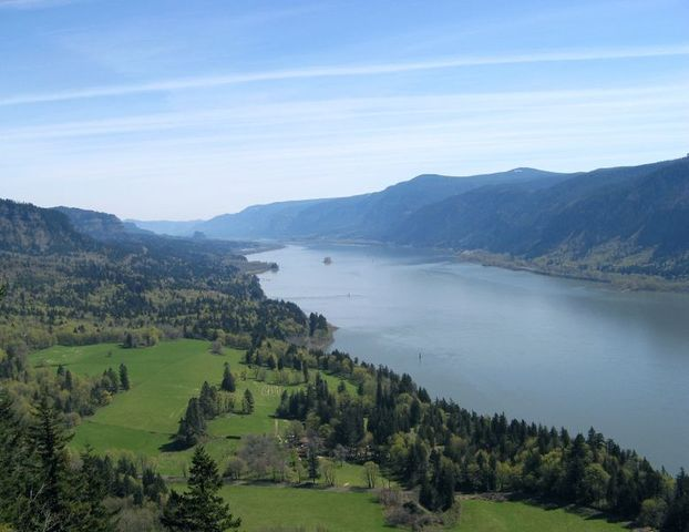 The Expediton enters the Columbia River.