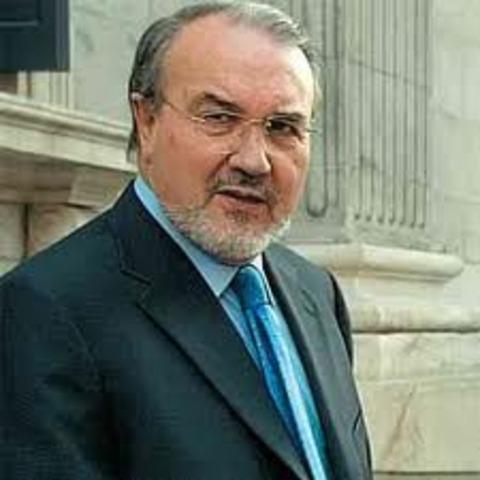 Pedro Solbes, reduce la previsión de crecimiento