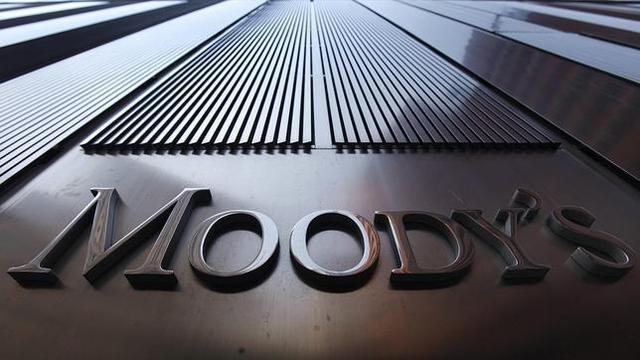 Moody 's rebaixa la qualificació de 16 caixes i bancs espanyols.