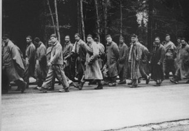 """Nazis empty Auschwitz and start prisoners on """"death marches"""" to Germany."""