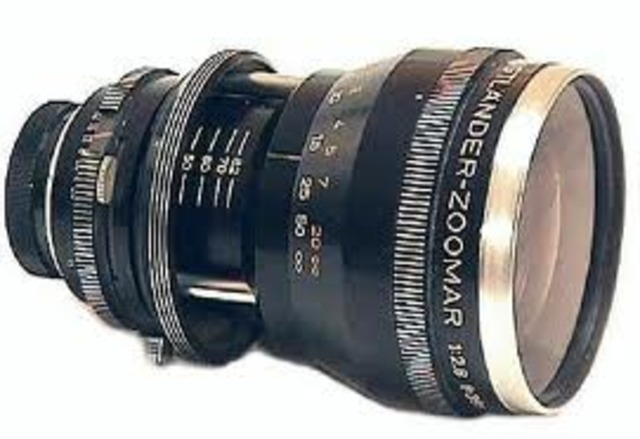 The first zoom lens