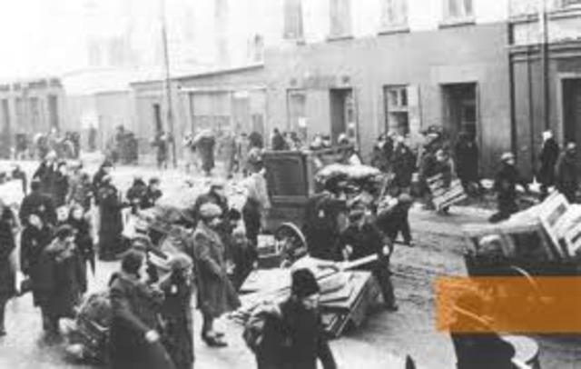 Gypsies deported to Lódz ghetto.