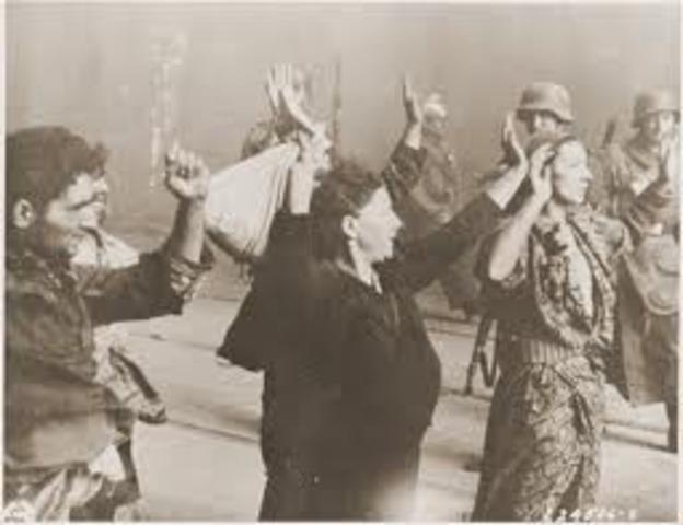 16 Jews in the Warsaw ghetto