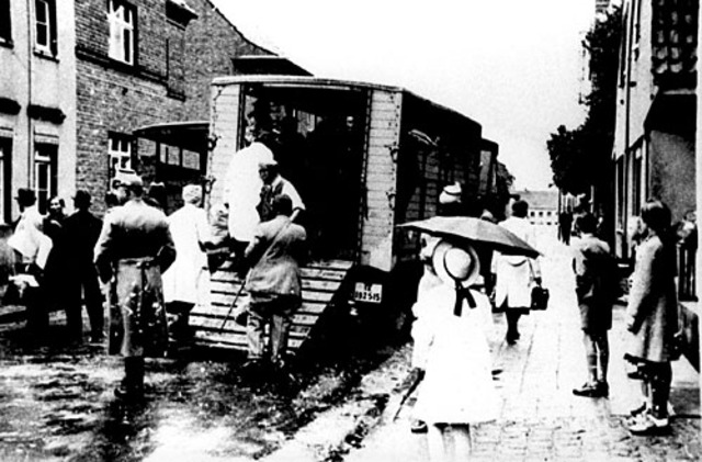 Approximately ten thousand Jews, who had arrived in the Lódz ghetto some six months earlier from Germany, Luxembourg, Vienna, and Prague, are deported to Chelmno. Their baggage is confiscated before they board the train.