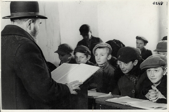 The German government closes all Jewish schools