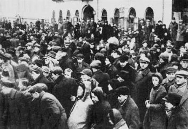 Jewish fighting organizations establish in the Warsaw ghetto.