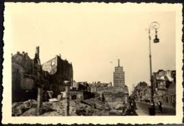 The Nazis order all of the ghettos in Poland and teh Soviet Union destroyed.