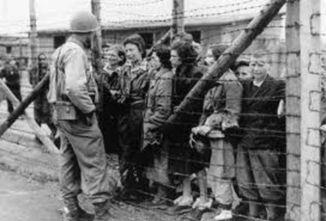 Five thousand Gypsies are deported from labor and internment camps in Austria to the Lódz ghetto in Poland.