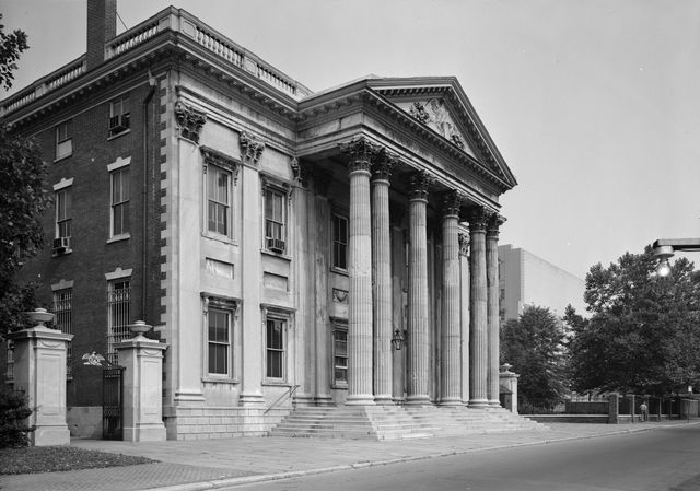 First Bank of the United States established