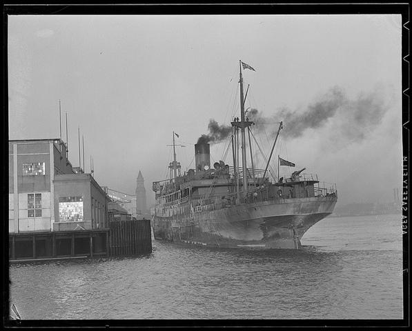 British blockade American ports.