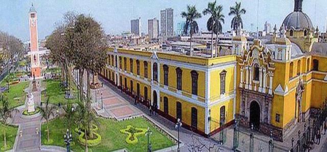 Fundación de la Universidad de Santo Domingo, primera universidad americana.