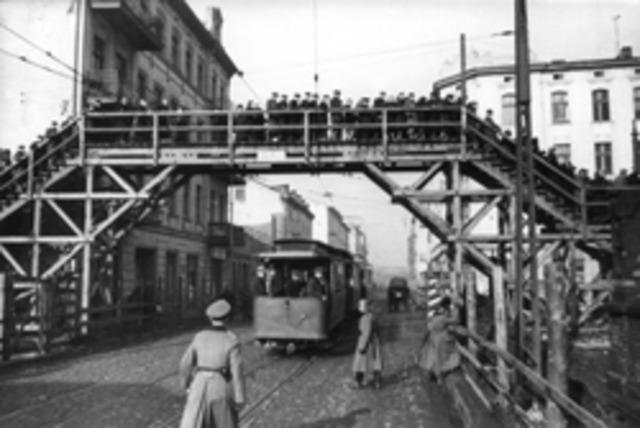 A special internment camp for non-Jewish Polish youth is opened in Lódz.