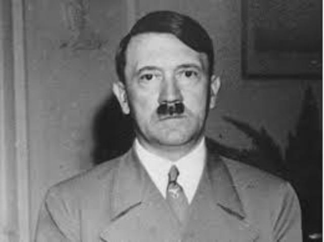 Adolf Hitler genomdrev fullmakten.