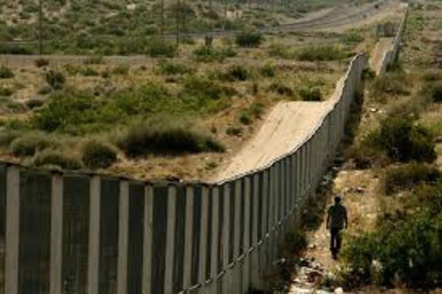 US Build America/Mexico border