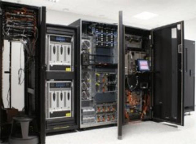 Se introduce el termino Mainframes