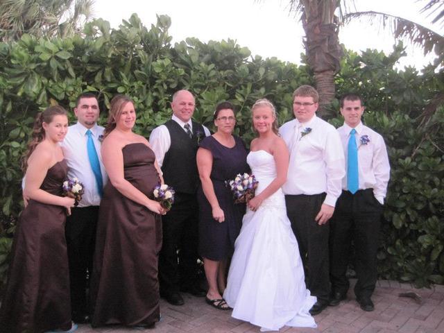 Cole y Karlie se casaron en diciembre de dos mil doce.