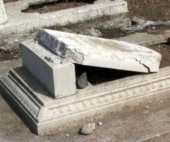 в с.Изобильное г.Алушты произошел акт вандализма на мусульманском кладбище