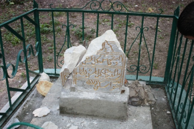 разбиты могилы Къарлы Азиз в Бахчисарайском районе