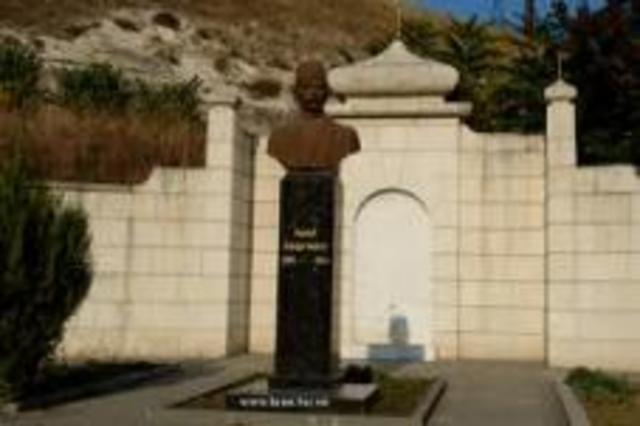 в Бахчисарае облит памятник Гаспринскому