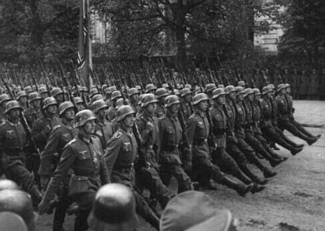 Germans encircle Leningrad