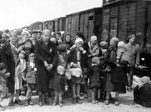 Mass deportation of Hungarian Jews to Auschwitz