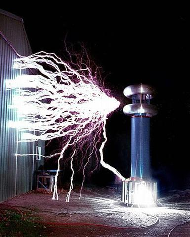 Tesla crea la 2-bobina