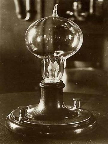 Thomas Edison y los filamentos de carbono