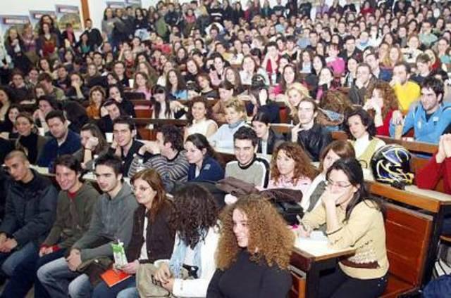 Χιλιάδες εισακτέους και 94 τμήματα κατάπιε η «Αθηνά»