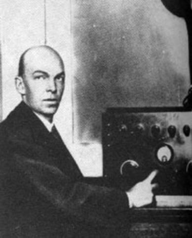 Edwin Howard Armstrong (1890-1954) en lienea:http://www.biografiasyvidas.com/biografia/a/armstrong_edwin.htm