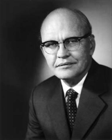Jack S. Kilby (1923 -2005) en linea:http://es.wikipedia.org/wiki/Jack_S._Kilby