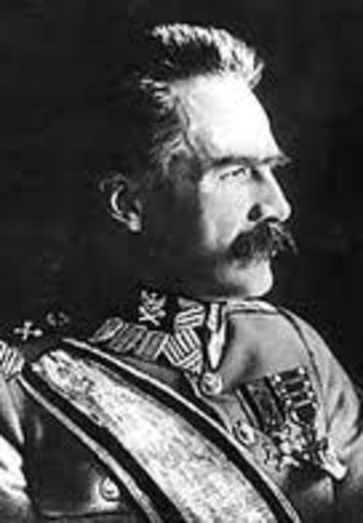 Pilsudski's forces gain control of Warsaw