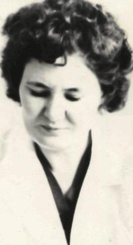 Гостеприимно встретила первых воспитанников Киселева Нина Ивановна – первая заведующая детским садом.