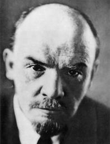 Lenin orders the execution of hostages