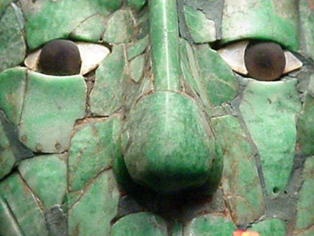 в Национальном музее антропологии в Мехико украдены более 140 уникальных произведений искусства, в том числе золотые украшения майя и ацтеков, вазы и скульптуры