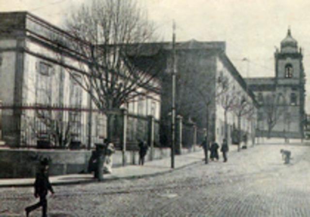 Fundação das escolas Régias de Cirurgia de Lisboa e Porto.
