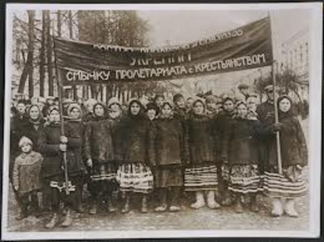 Peasants stage more than 6,500 peasant revolts against collectivization with thousands of people killed