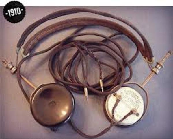 First headphones created