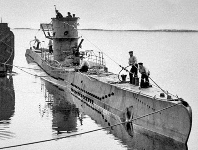 German U-Boat sinks the Lusitania