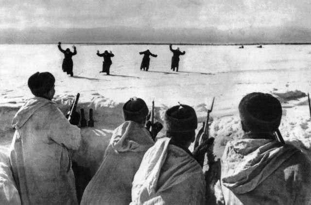 200,000 German soldiers surrender to Soviet Forces