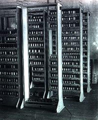 EDSAC se pone en funcionamiento