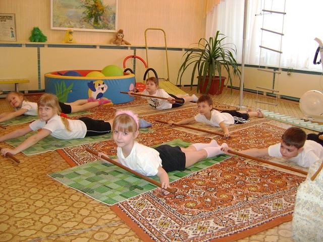 Приоритетным направлением работы МДОУ «20 «Дружная семейка»является физкультурно-оздоровительная и лечебно – профилактическая работа.