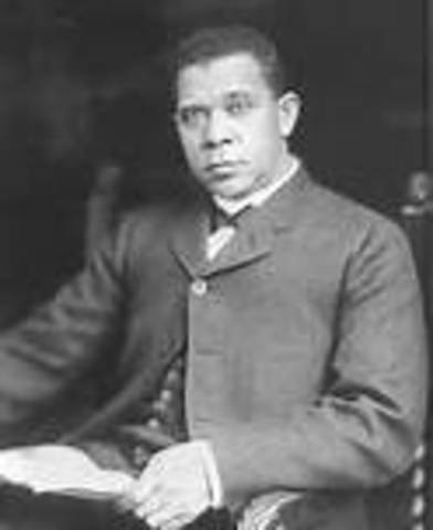 Booker T Washington becomes head of Tuskegee Institute