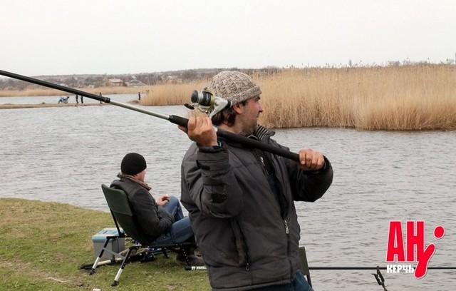 Под Керчью соревновались рыболовы