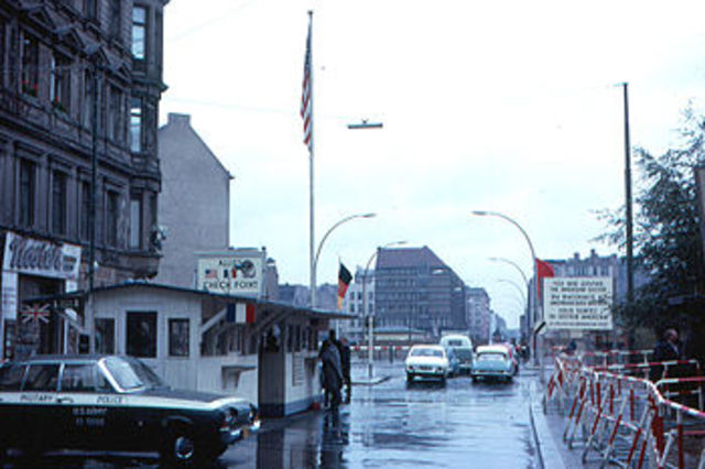 Legendary Checkpoint Charlie begins stand off between US & Soviet tanks.