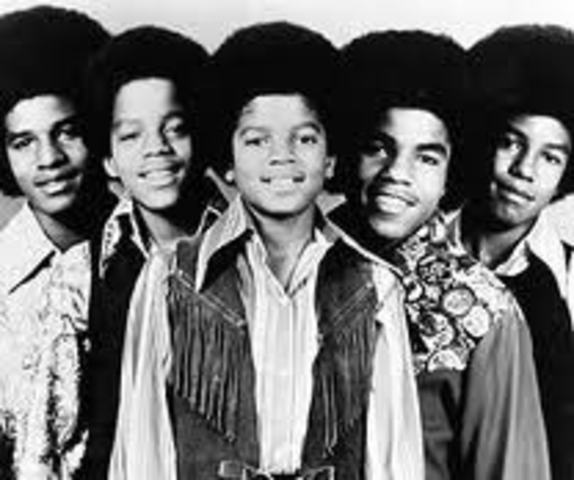 «The Jackson 5» подписывают контракт со звукозаписывающей студией Motown Records