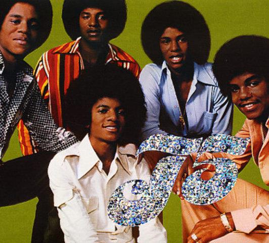 Популярность проекта «The Jackson 5» постепенно сходит на нет, а известность Майкла, напротив, набирает обороты.