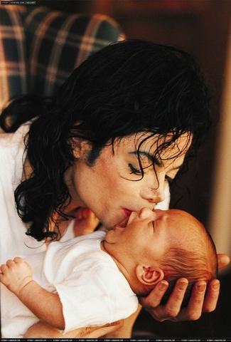 Рождение сына Принса Майкла Джозефа Джексона старшего.