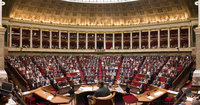 L'examen du projet de loi est reporté