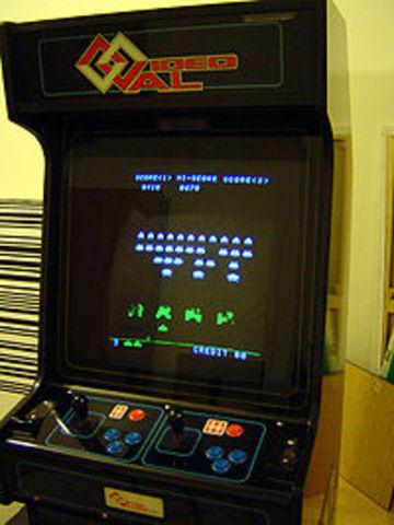 influido por Speed Race, creó para Taito Space Invaders